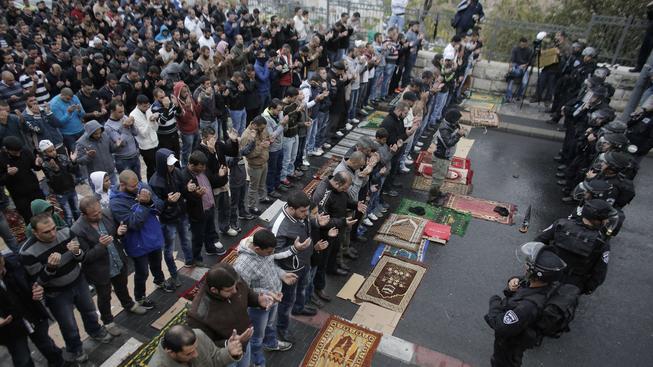 Izraelská policie je v pohotovosti v Jeruzalémě kvůli napětí kolem posvátných míst na Chrámové hoře.
