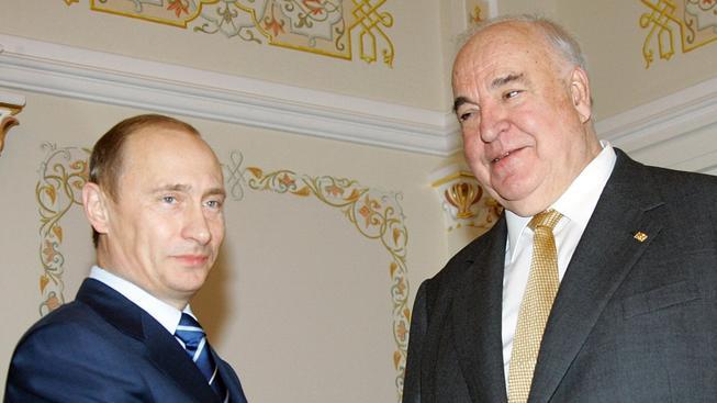 Německý exkancléř Helmut Kohl s ruským prezidentem Vladimirem Putinem