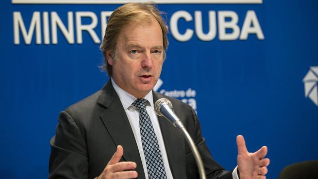 Britský ministr pro Commonweath Hugo Swire na setkání na Kubě