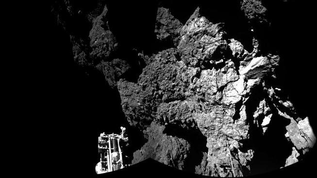 Vítejte na kometě, píše ESA k prvnímu snímku vesmírného modulu