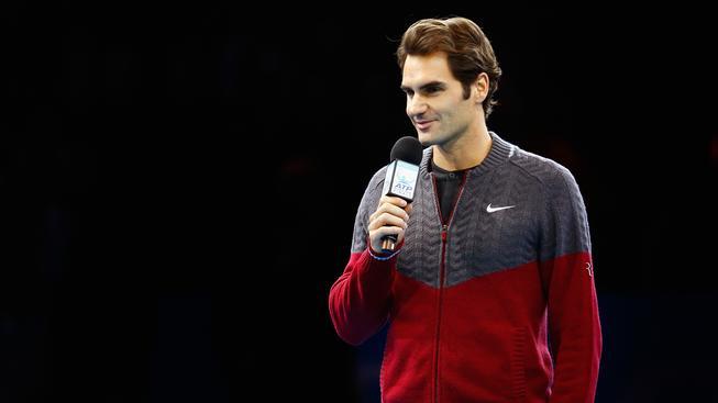 Roger Federer se omlouvá divákům v londýnské O2 areně