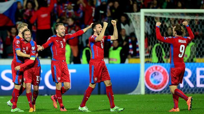 Čeští fotbalisté se radují z vítězství nad Islandem
