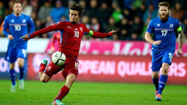 Tomáš Rosický při utkání s Islandem