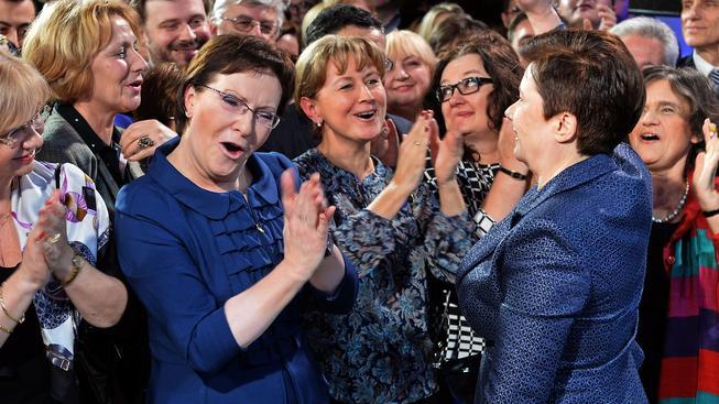 Tady ještě mohla polská premiérka Ewa Kopaczová (uprostřed) slavit