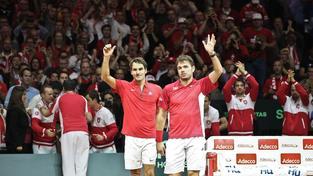 Roger Federer se Stanem Wawrinkou zařídili Švýcarsku ve čtyřhře vedení 2:1