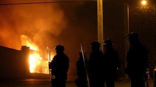 Verdikt poroty vyvolal po celých Spojených státech násilné nepokoje.
