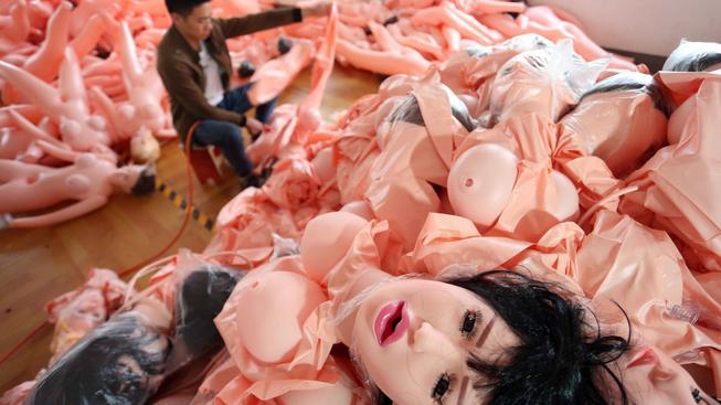 V čínském městě Ningbo je největší továrna na nafukovací panny na světě.