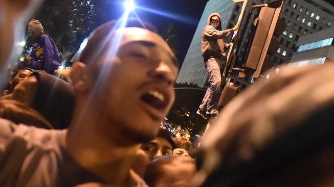 Násilnosti a rasové nepokoje které začaly ve Fergusonu, se přelily do dalších měst USA