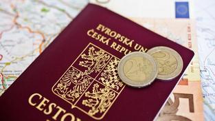 Před listopadem 1989 byl výjzed z Československa notně komplikovaný. Dnes už mnohdy ani ten pas nepotřebujeme