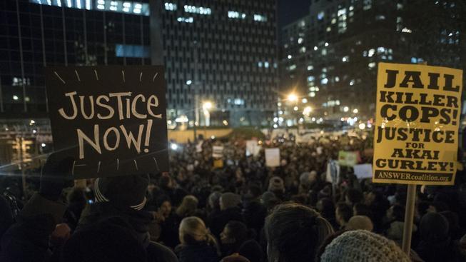 Protestující v New Yorku si přejí potrestání zabíjejících policistů