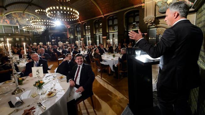 Švýcarský prezident a předseda OBSE Didier Burkhalter řeční na zasedání v Basileji