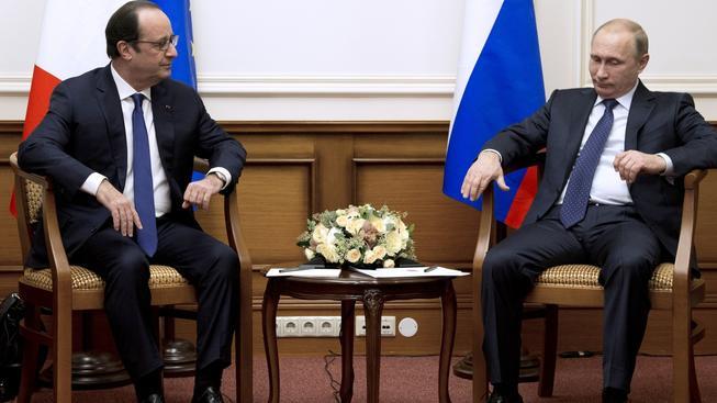 Francouzský prezident Hollande a ruský prezident Putin se stkali v Moskvě při Hollandově cestě z Kazachstánu.