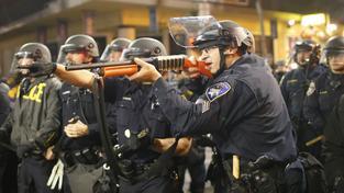 Protesty proti policejnímu násilí nabývají na síle. Snímek z demonstrace v kalifornském Berkeley