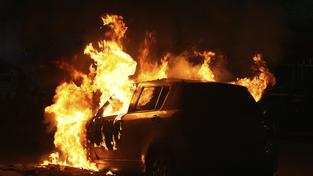 Ve Stockholmu v noci hořela auta
