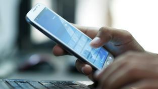 Odposlouchávací aplikaci měli v telefonech desítky pracovníku Generální inspekce bezpečnostních sborů. (ilustrační snímek)