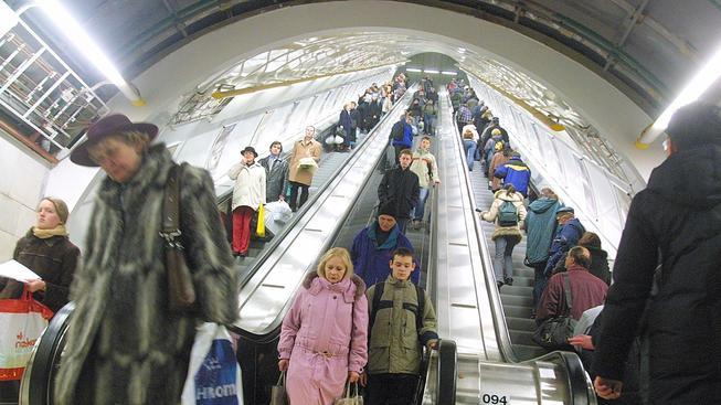 Přímý výstup ze stanice Můstek na lince B bude kvůli výměně závadných součástek na eskalátorech uzavřený nejméně 14 dní.