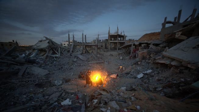 Ulice v palestinské Gaze zdevastovaná náletem