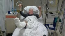 Polský exprezident Walesa si u kostela zlomil nohu