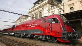 Do Vídně nově jezdí moderní vlaková souprava Railjet.