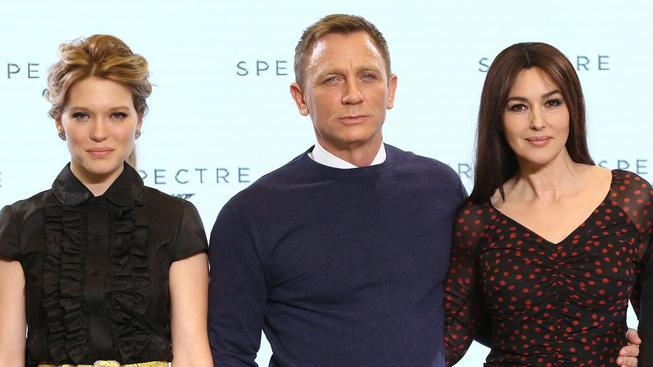 Natáčení nové bondovky s Danielem Craigem začalo tento týden. Na snímku s Leou Seydouxovou (vlevo) a Monikou Bellucci.