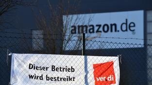 """""""Tady se stávkuje"""", hlásí závod Amazonu v německém Bad Hersfeldu."""
