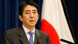 Japonský premiér Šinzó Abe jasně vyhrál volby