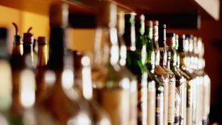 Vláda vidí v alkoholu nepřítele
