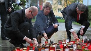 Na místě ždárské tragédie se vystřídali všichni politici, na snímku premiér Bohuslav Sobotka