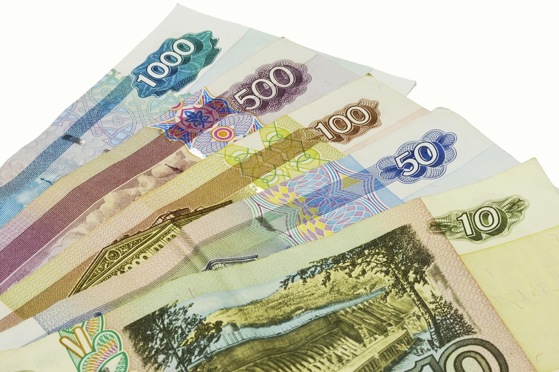 Aktualizováno: Ruský rubl zažívá nejhorší pád od konce 90. let. Intervence nepomohla