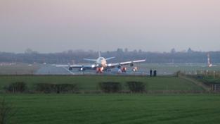 Boeing 747 hladce přistál i s porouchaným podvozkem