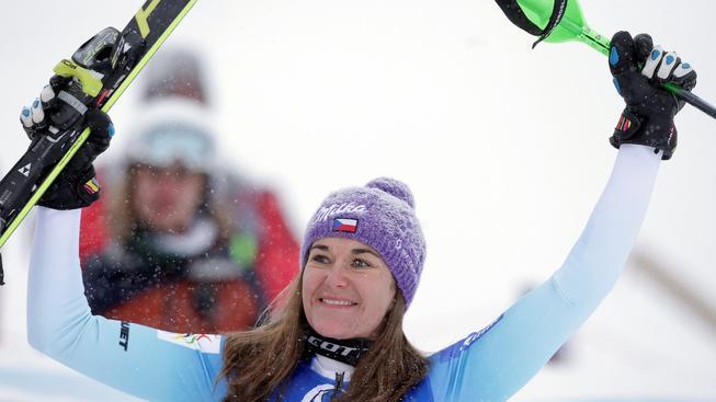Šárka Strachová se raduje z 2. místa ve slalomu v rakouském Kühtai