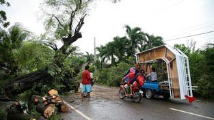 Tropická bouře Jangmi (zvaná též Seniang) působila v první chvíli slabě