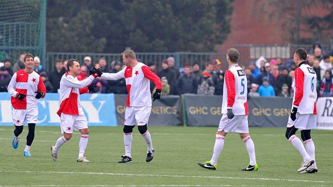 Ivo Ulich byl vyhlášen za jednoho ze dvou nejlepších hráčů zápasu. Na snímku slaví gól s Stanislavem Vlčkem během loňského derby