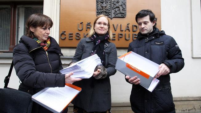 Podporu Evě Michalákové a dalším rodičům, kterým norské úřady odebraly děti, vyjádřila i petice, kterou organizátoři předali začátkem prosince vládě