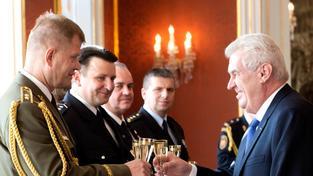 Generál Bečvář s prezidentem Milošem Zemanem