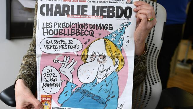 V den útoku vyšlo číslo Charlie Hebdo, které má na obálce protiislámsky naladěného kontroverzního spisovatele Michela Houellebecqa