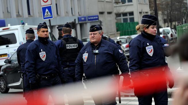 V redakci pařížského listu Charlie Hebdo se střílelo, ostatní přijímají bezpečnostní opatření