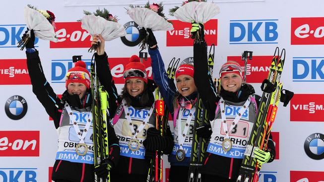 České biatlonistky se radují z triumfu ve štafetě v Oberhofu