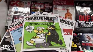 Při atentátu na redakci Charlie Hebdo zemřelo 12 lidí