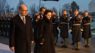 Polská premiérka Ewa Kopaczová se svým českým protějškem Bohuslavem Sobotkou při návštěvě Prahy