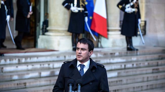 Francouzský premiér Manuel Valls při dnešní tiskové konferenci před Elysejským palácem