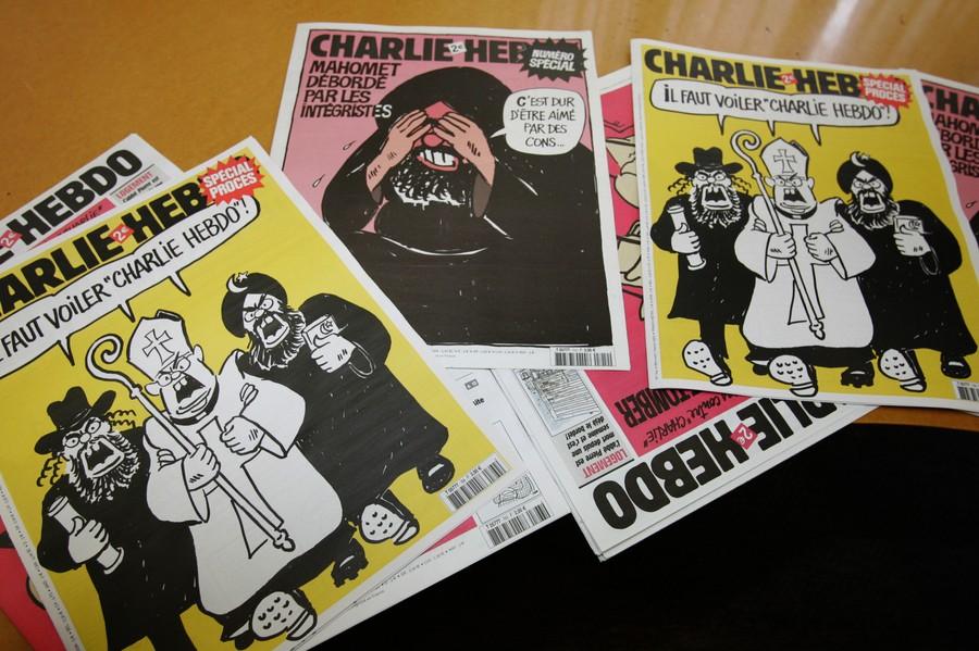 Komentář: Charlie Hebdo zemřel. Pomalu ho zabíjeli i sami Francouzi