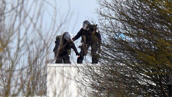 Francouzská policie zastřelila oba bratry-atentátníky zodpovědné za útok na časopis Charlie Hebdo