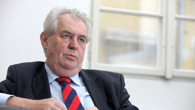 Prezidentovi Miloši Zemanovi Mynářovo zdůvodnění původu peněz na nákup vily stačilo