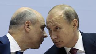 Ruský ministr financí Anton Siluanov (na snímku s Vladimirem Putinem) zatím neví, zda bude Moskva po Ukrajině žádat okamžité splacené půjčky