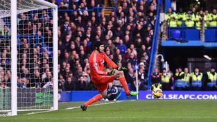 Petr Čech svými zákroky Chelsea v utkání s Newcastlem několikrát podržel