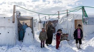 Saúdskou Arábii zaskočil sníh. Děti si ho ale nemohou užít naplno, náboženský výnos zakazuje stavět sněhuláky