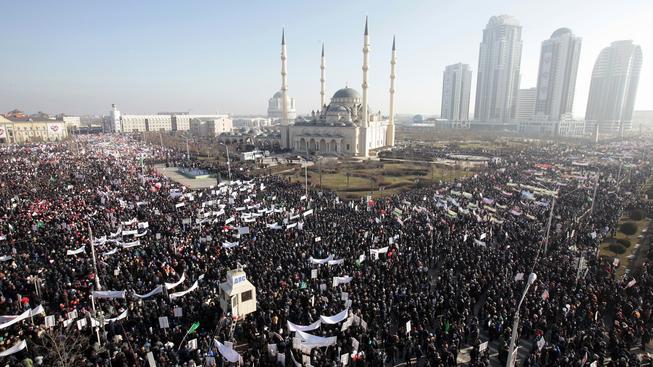 Na demonstraci proti týdeníku Charlie Hebdo v Grozném dorazilo až 800 tisíc lidí