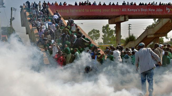 Policie použila proti dětem slzný plyn