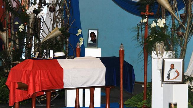 Policistka Clarissa Jeanová-Philippeová byla dnes pohřbena, vzpomínkové setkání se konalo v neděli a dorazilo na něj asi 2000 lidí